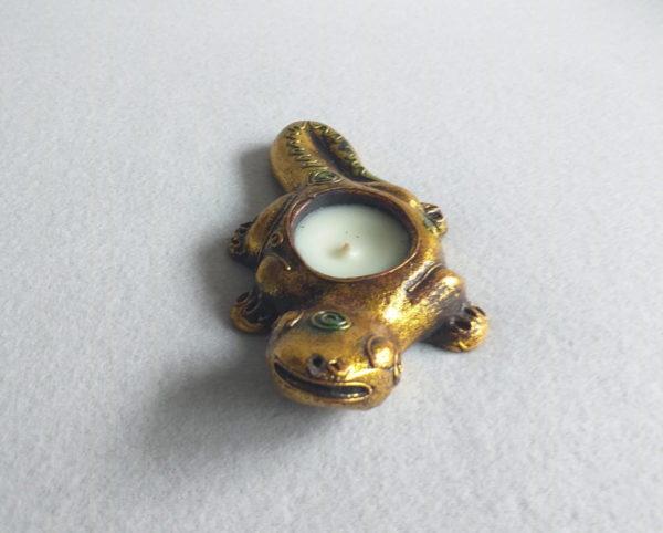 Bougeoir en forme de salamandre jaune dorée