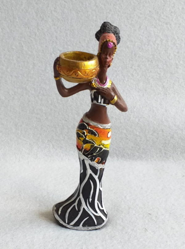 Figurine femme africaine avec ses tresses et colliers